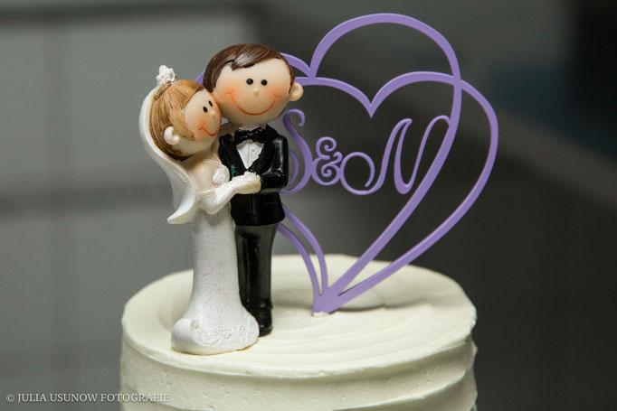 Tortenfigur Braut und Bräutigam, violettes Herz