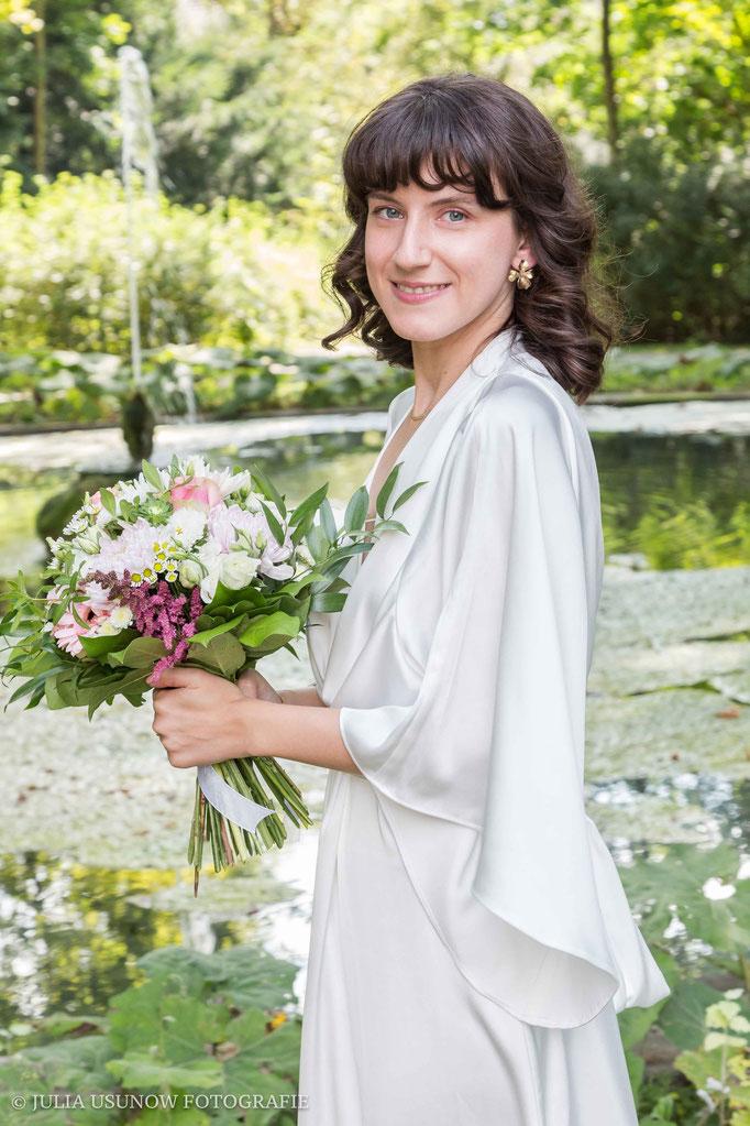 Foto mit Braut im Garten vom Schloss Bümpliz