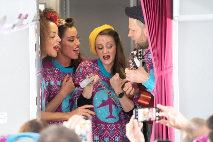 Swingend und singend mit der Eurowings Fluggesellschaft nach Mallorca.