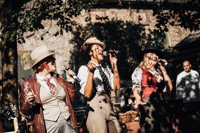 Lous The Cool Cats singen, ganz im Stile der 20er Jahre für eine Veranstaltung von Pernot/Monkey Rosebery.