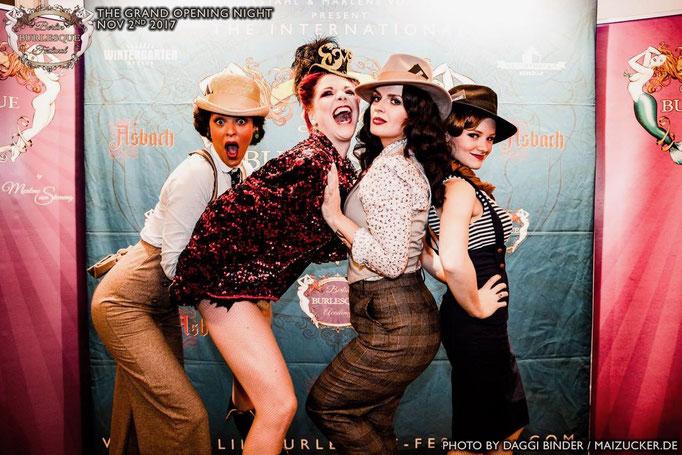 Lou's The Cool Cats mit der Berliner Burlesque Tänzerin Eve Champagne aus Berlin