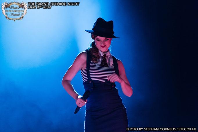 Lucy Flournoy im Dandy Look auf einer Gatsby Veranstaltung in Berlin
