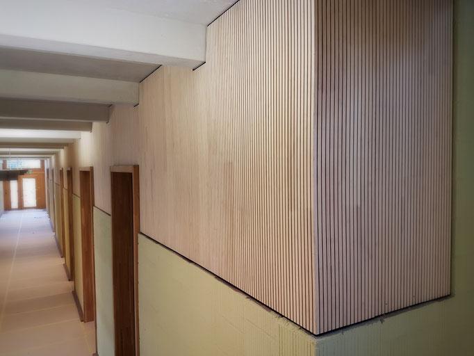 Detailaufnahme des Schulhausflur im Erdgeschoss.