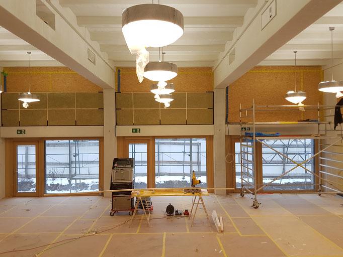 Die Montage der Unterkonstruktion im Gemeindesaal.
