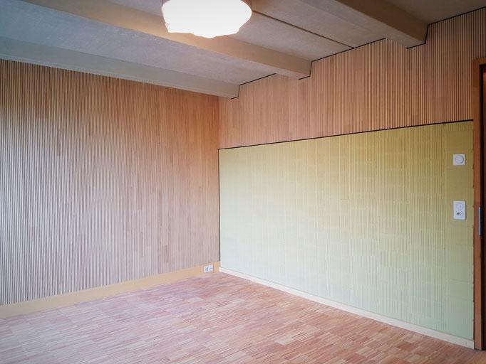 Eines der Musikzimmer nach der Montage der Akustiktäferung.