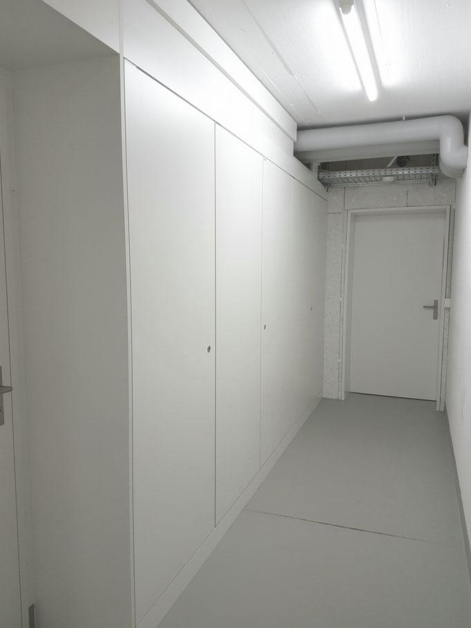 Im Untergeschoss werden die Sicherungskästen durch eine 12 Meter lange Steigzonenfront geschützt.