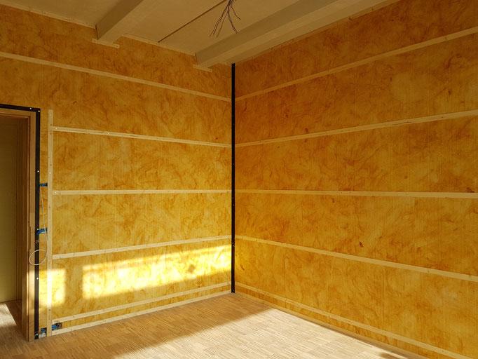 Die Montage der Unterkonstruktion im Lehrerzimmer.