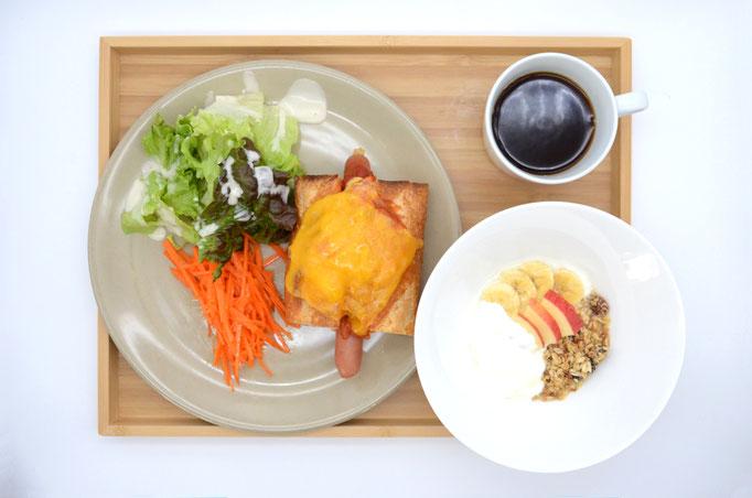 SATOYAMA CAFE / ホットドッグ&サラダモーニングA フルーツヨーグルト・ドリンク付き