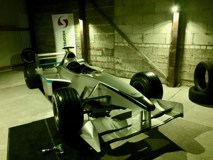 Formel 1 Rennwagen Reifenwechsel Simulator