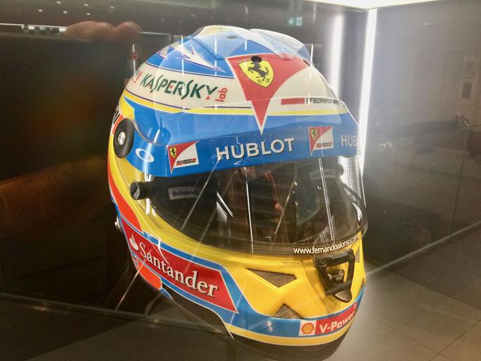 Helm Motorsport Dekoration mieten
