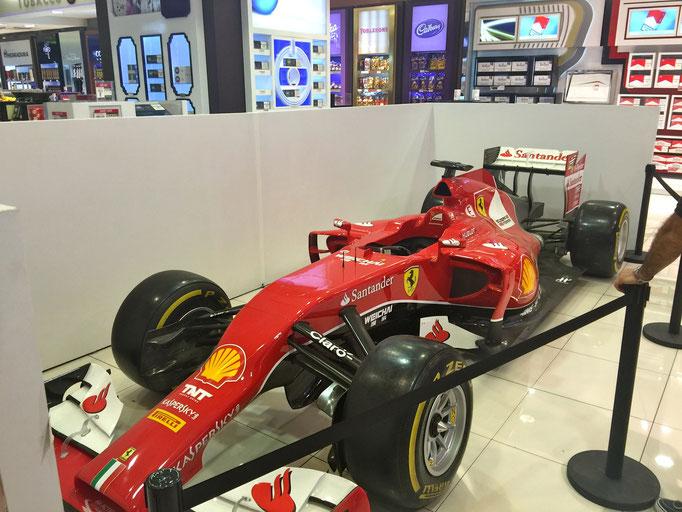 Formel 1 Ferrari Rennwagen mieten für Messe oder Motorsport Event