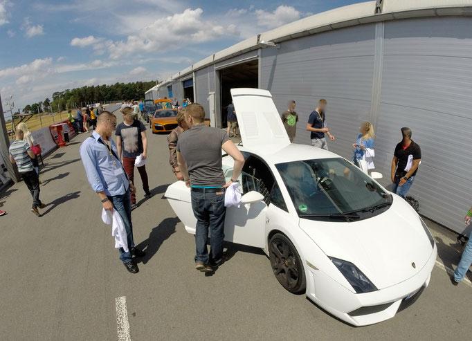 Lamborghini Huracan Gallardo Rennstrecke Berlin fahren