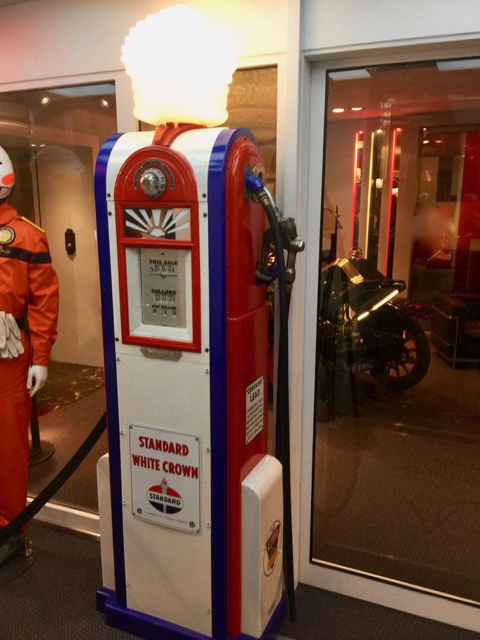F1 Dekoration ausleihen, Tanksäule mieten, Tankstelle