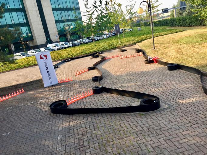 Rennbanden mit Reifen Motorsport Dekoration