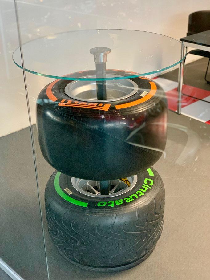 Formel 1 Reifenstehtisch mieten