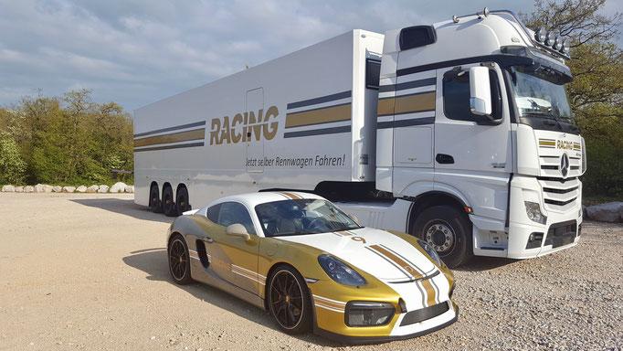 Porsche Rennwagen fahren Dijon Prenois in Frankreich, nahe Genf, Zürich, Schweiz