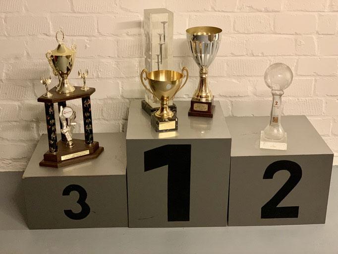 Siegerpodest und Pokale mieten