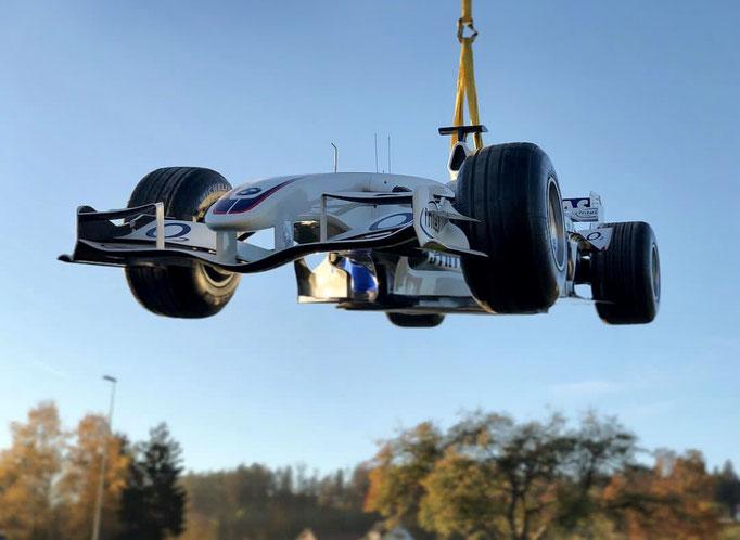Formel 1 an der Decke oder Wand / Transport