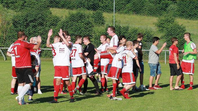 Abpfiff in Gültlingen. Mit einem 3:0 schlagen die Jungs vom Bahndamm den 1. FC Egenhausen und steigen in die Kreisliga A1 auf!!!