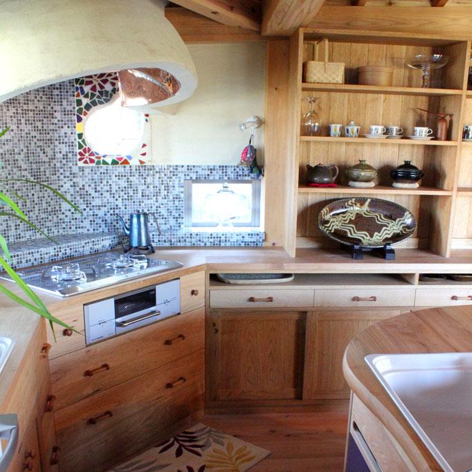 クルミ無垢材のⅬ型キッチン&壁面収納(川崎市・Y様邸)