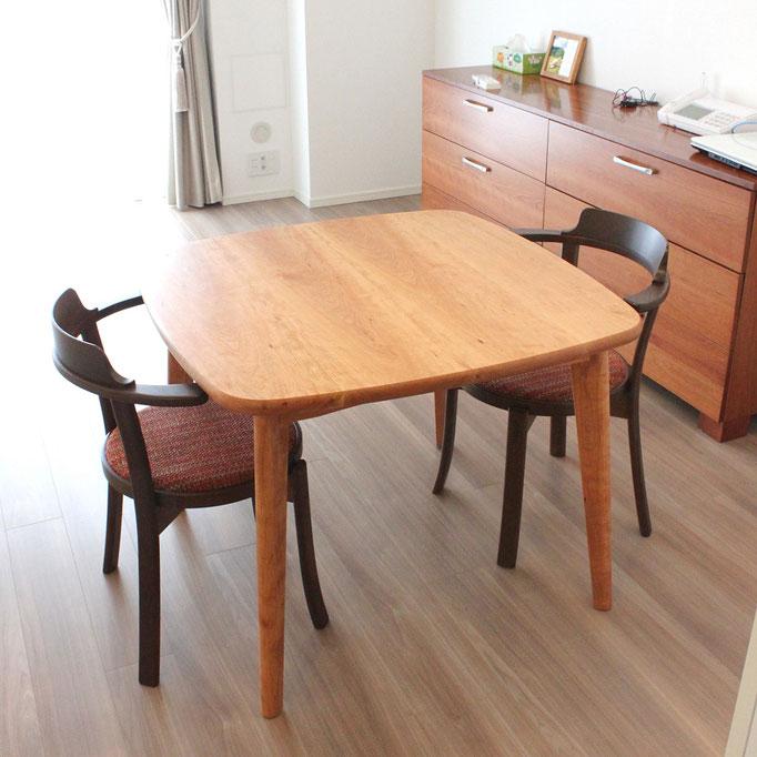 アメリカンチェリーのスクウェアテーブル(板橋区・I様邸)