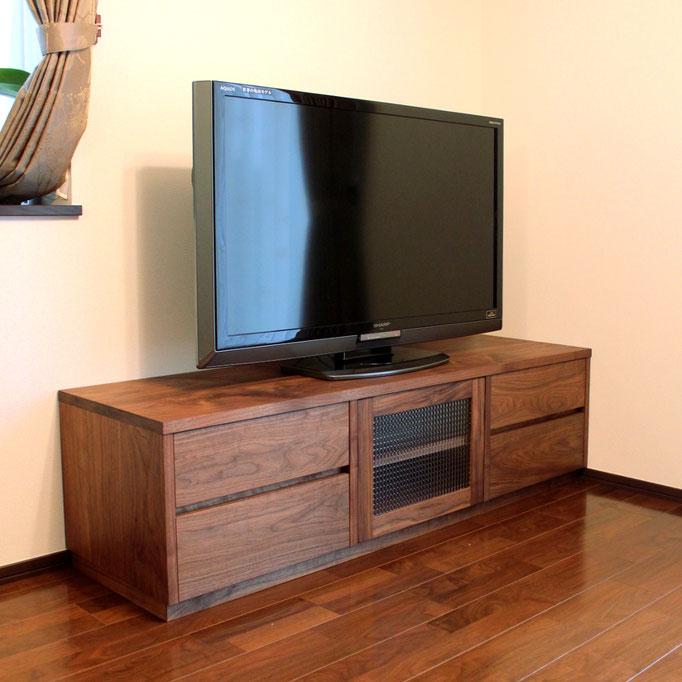 ウォルナットのシンプルなテレビ台(愛川町・N様邸)