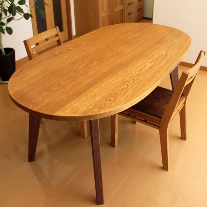 楕円のダイニングテーブル(厨子市・N様邸)