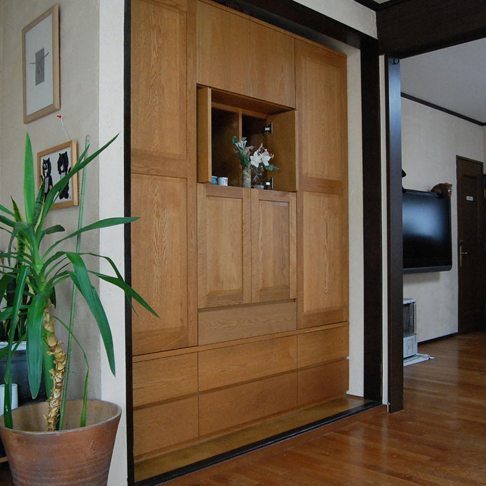 ナラ無垢材の壁面収納キャビネット(愛川町・W様邸)