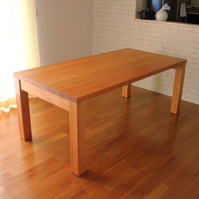アメリカンチェリーのシンプルなダイニングテーブル(平塚市・S様邸)