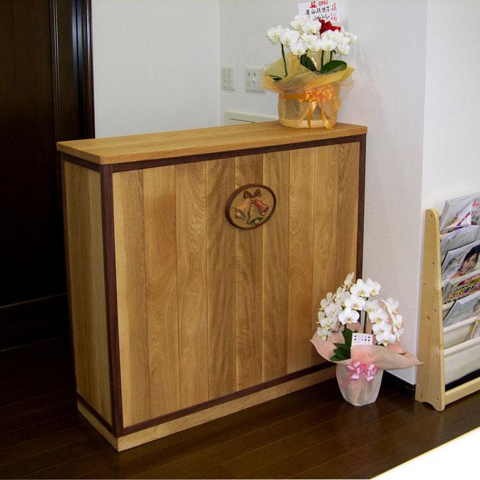 ヘアサロンのレジカウンターと看板(横浜市・マリンベル様)