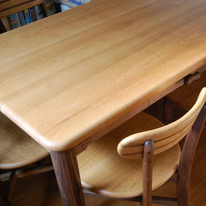そら豆テーブルの雰囲気を残した四角いダイニングテーブル(中野市・S様邸)
