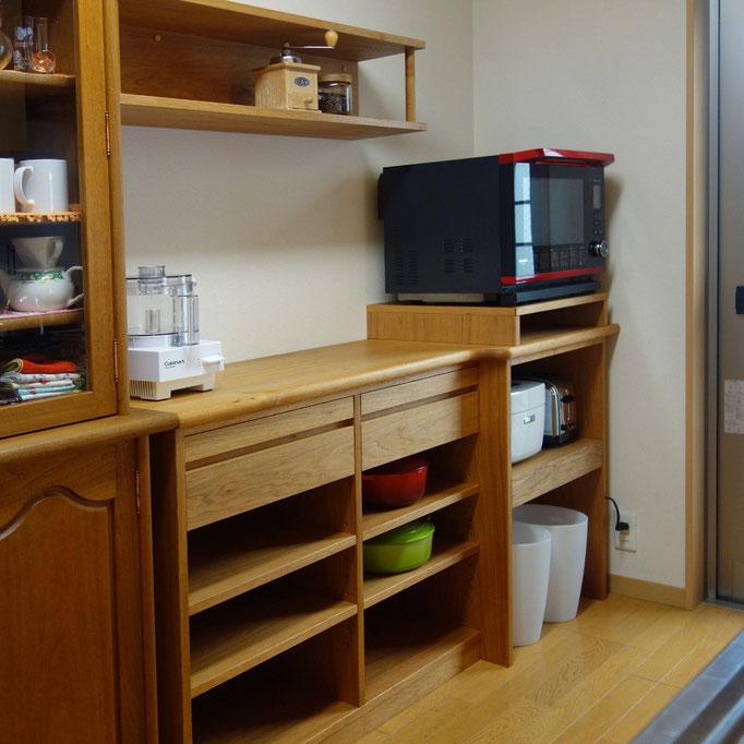 クルミ材のキッチン収納棚(川崎市・O様邸)