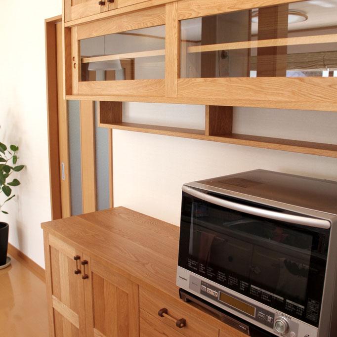 ナラ材で作ったキッチン壁面収納(逗子市・N様邸)