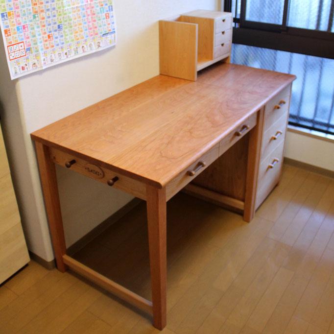 アメリカンチェリーのシンプル学習机(厚木市・K様邸)