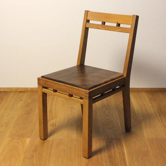 組み木の椅子