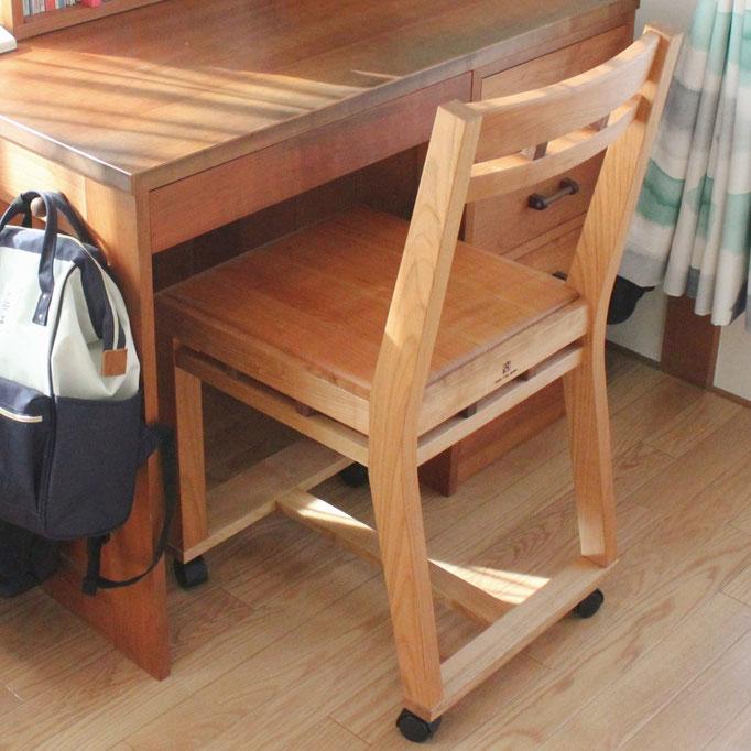 組木の椅子をベースにした学習椅子(藤沢市・N様邸)