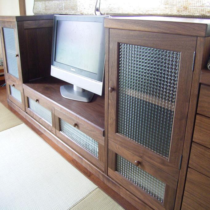 畳の部屋に似合うクラシックデザインのテレビ台(相模原市・E様邸)