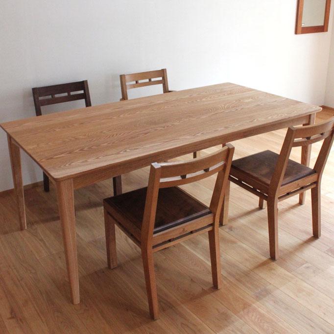 座卓にもなるシンプルなダイニングテーブル(伊勢原市・K様邸)