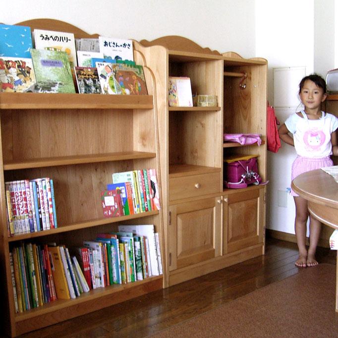 学童用のカントリー調ブックシェルフと収納キャビネット(浦安市・I様邸)