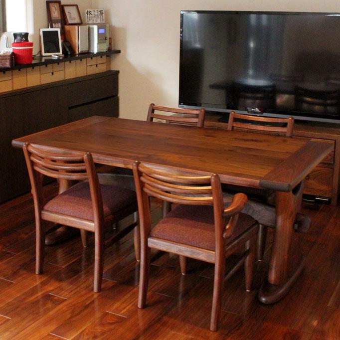 ウォールナットの端嵌め式ダイニングテーブル(三鷹市・Y様邸)