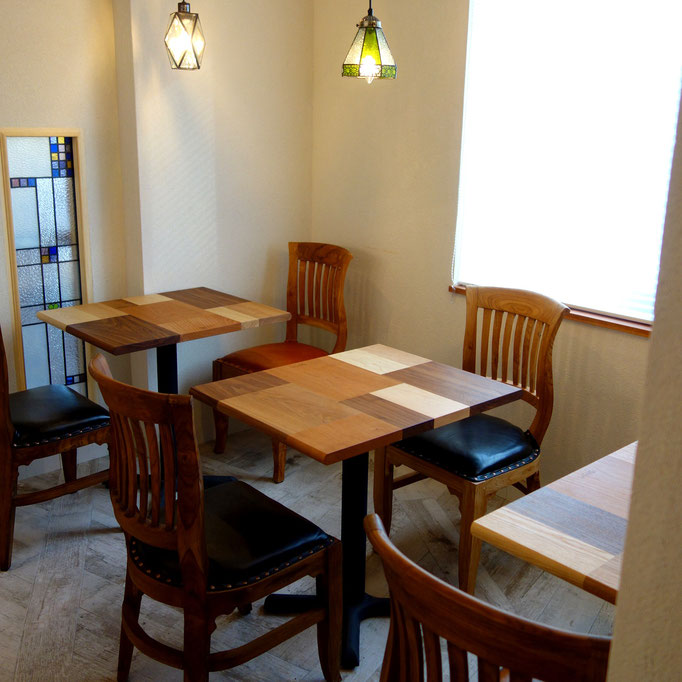 ベーカリーカフェの寄木テーブル(板橋区・Le Trefle様)