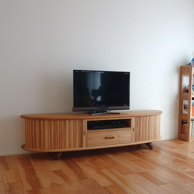 蛇腹の特注テレビボード(厚木市・K様邸)