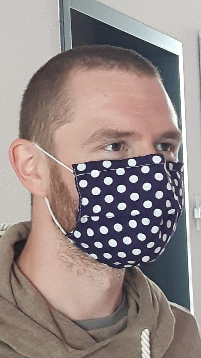 Ein Lehrer der FES mit Maske