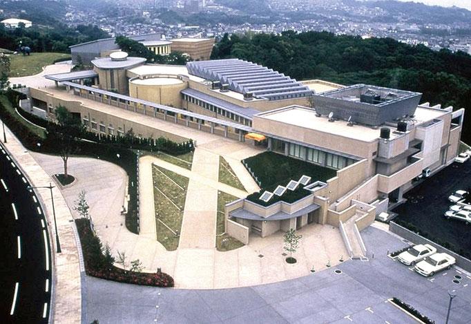 大分市立美術館
