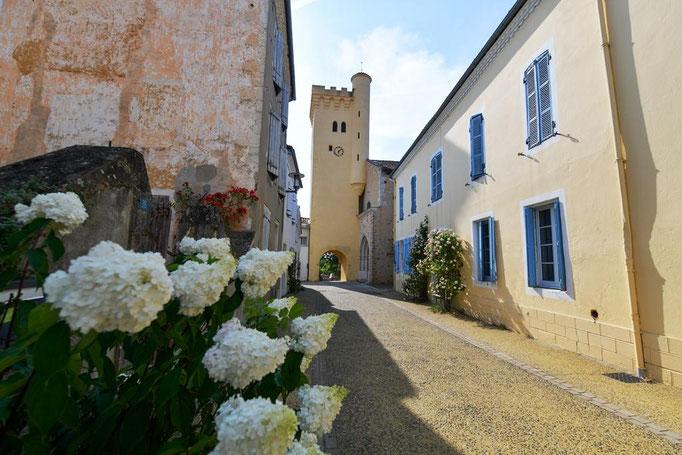 Bour et église Ste Catherine de Montaut