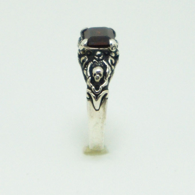 small stone ring material : sv 925 color : Porished size : 7mm x 18mm x 4mm