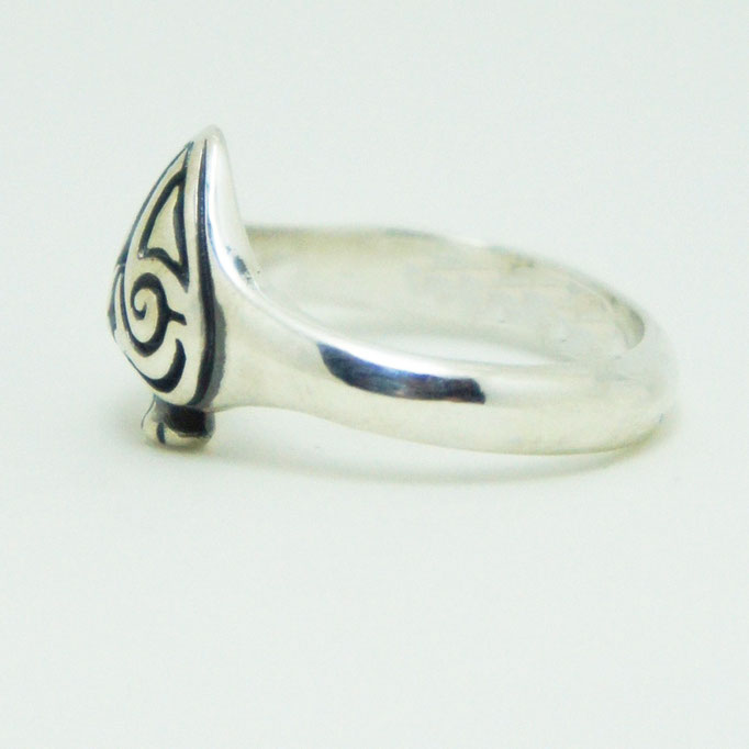 spade ring material : sv 925 color : Porished size : 14mm x 11mm x 5mm