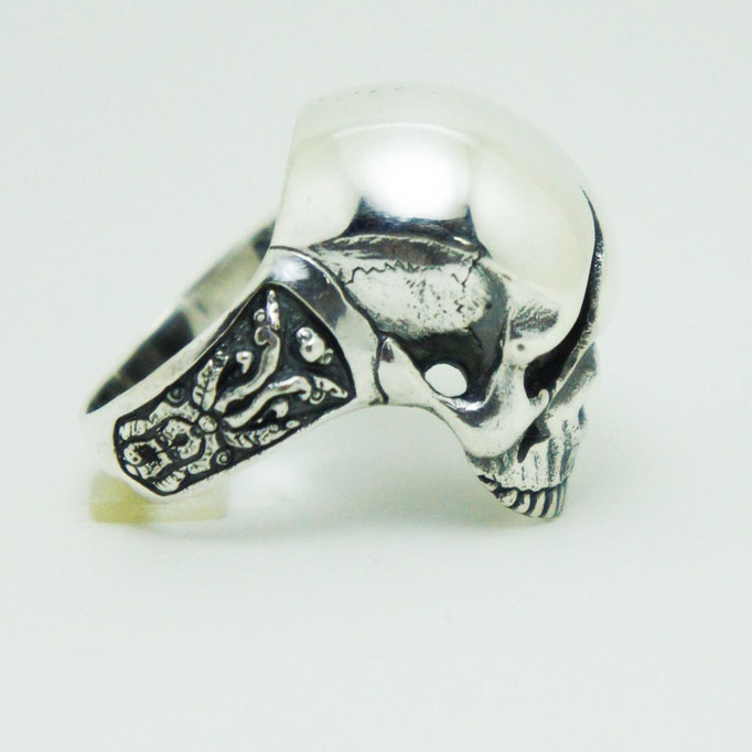 spade skull ring material : sv 925 color : Porished size : 28mm x 18mm x 13mm