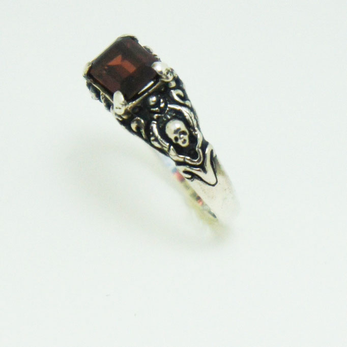 small stone ring ¥18,000