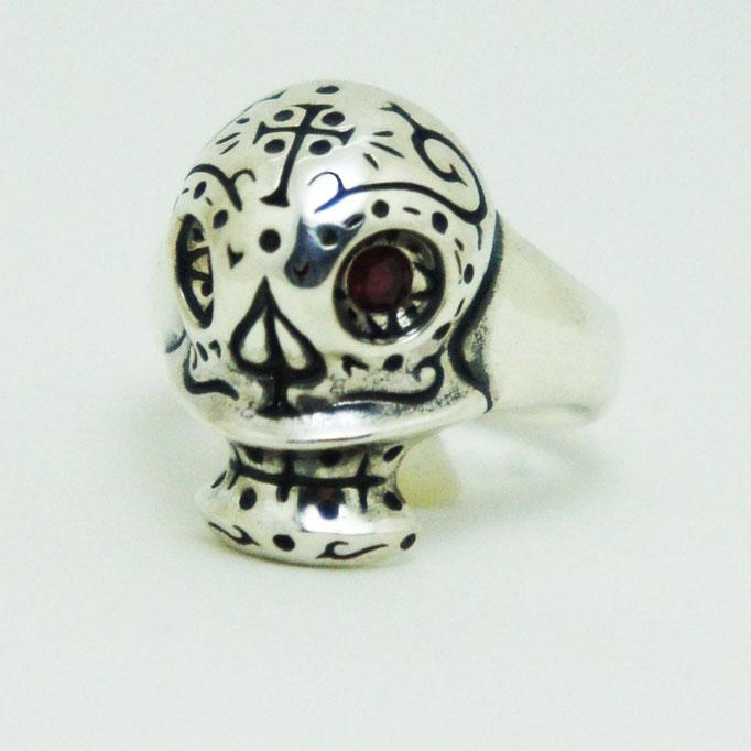 mexican skull ring  ¥24,800 目にはガーネットが留まっています。石の種類、他にもあります。